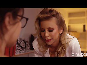 GIRLCORE chief cougar Alexis Fawx licks Out April O'Neil