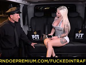 plowed IN TRAFFIC - passionate blondes car triangle boinking