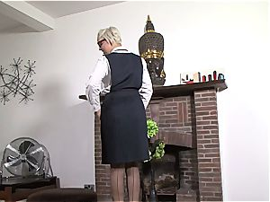 hefty titty assistant is insane