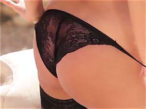 stellar Anissa Kate unveils her jiggly round boobs