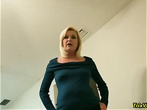 The best of mommy Paris is urinated