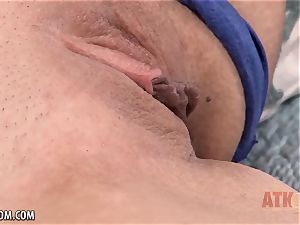 Londyn Piper gets dissipated by her own melons