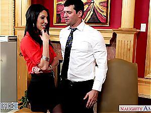 Darling Dava Foxx opens her legs for a supreme cooch munching