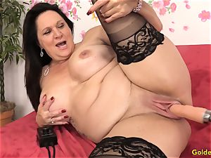 Mature Leylani penis pounded by a Machine