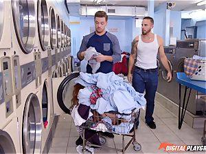 Lennox Luxe blows rigid man-meat from a washing machine