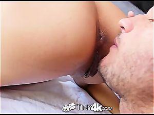 smallish Chloe Amour takes man meat deep