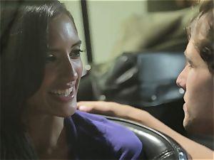Chloe Amour plumbs in her boyfriends new car