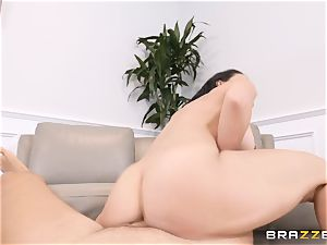Rachel Starr filled in her puss