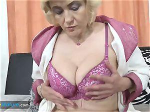 EuropeMaturE elder blonde lady jacking her vagina