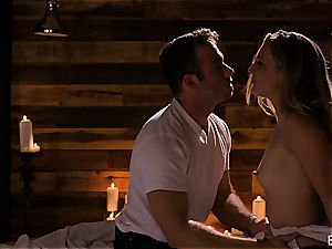 Mona Wales has a romantic love session with her jaw-dropping man
