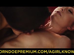A woman KNOWS - Susy Gala pounds super-steamy sapphic with strap-on