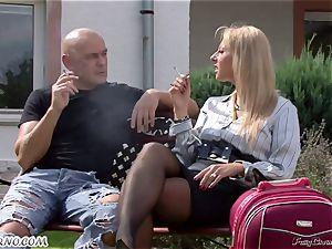 Gardener nails his boss's wifey in the garden