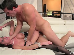 LiveGonzo Veronica Avluv super-naughty Mature enjoys manhood