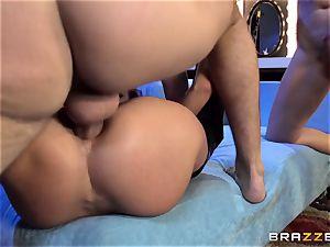 Alektra Blue and Nikki Benz are a desire three-way