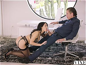 Valentina Nappi entices her married boss