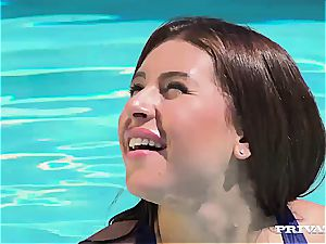 Russian swimmer gets a adorable facial cumshot